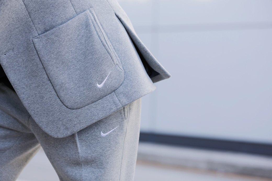 Флисовые брюки Nike превратили в деловой костюм. Изображение № 2.