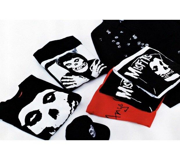 Марка Supreme и панк-группа The Misfits выпустили совместную коллекцию одежды. Изображение № 5.