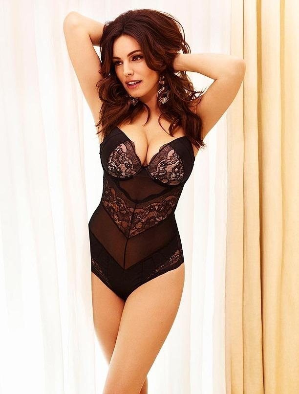 Актриса и модель Келли Брук снялась в рекламе собственной линейки нижнего белья. Изображение № 5.