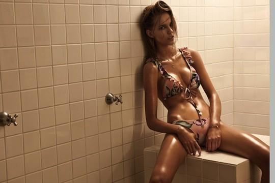 Новый лукбук марки купальников Zimmermann снимали в сауне и раздевалке. Изображение № 10.