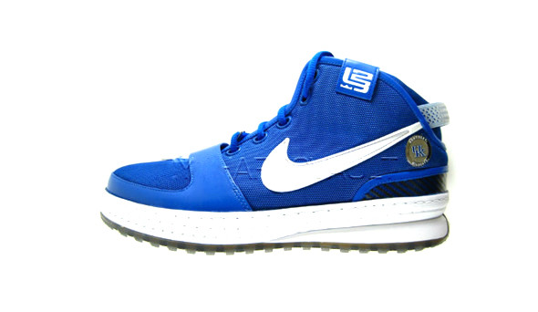 Поставить на ноги: 25 именных баскетбольных кроссовок. Изображение № 35.