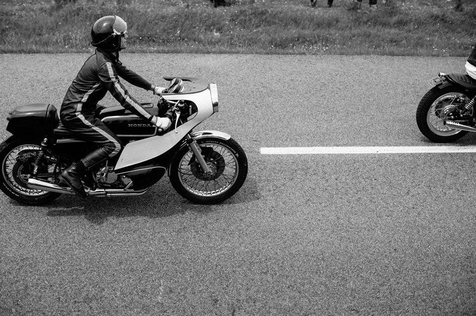 Фоторепортаж с мотоциклетного фестиваля Wheels & Waves. Изображение № 37.