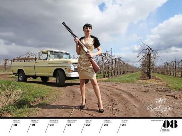 10 эротических календарей на 2013 год. Изображение № 75.