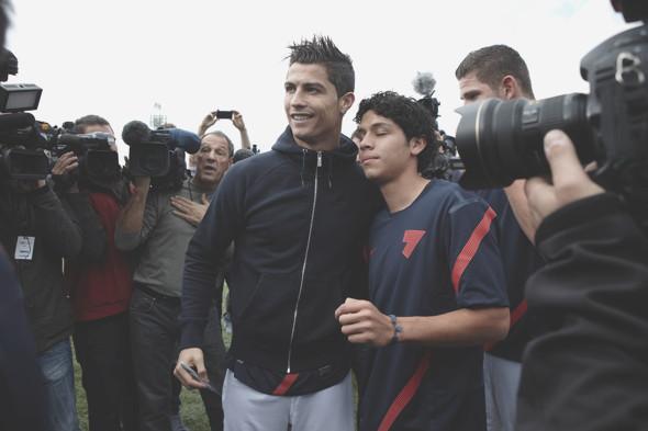 Коллекция одежды Криштиану Роналду и интервью со знаменитым футболистом. Изображение № 26.