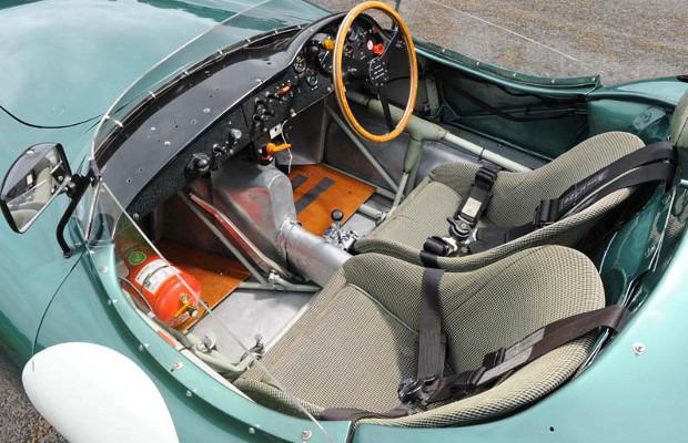 Победитель «Ле-Мана», спорткар Aston Martin DBR1 1957 года, выставлен на аукцион . Изображение № 6.
