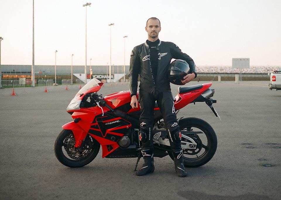 Фоторепортаж с гонки кастомных мотоциклов Nuts & Bolts. Изображение № 8.