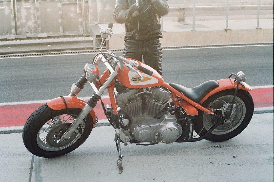 Фоторепортаж с гонки кастомных мотоциклов Nuts & Bolts. Изображение № 22.