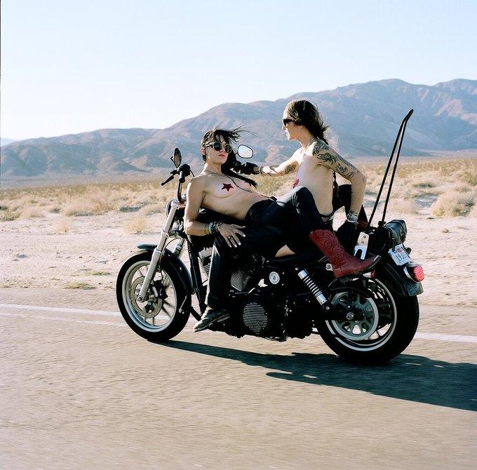 La Motocyclette: Американская фотовыставка доказывает право девушек называться байкерами. Изображение № 11.