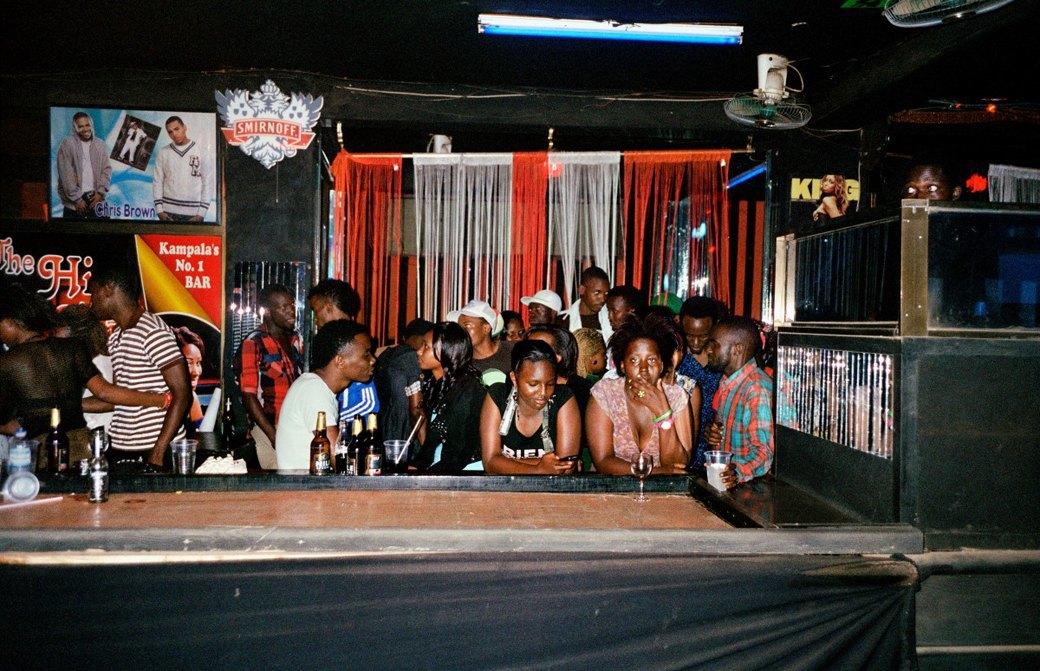 Сутенёры, лучники и золотая молодёжь: Фоторепортаж о ночной жизни в Уганде. Изображение № 2.