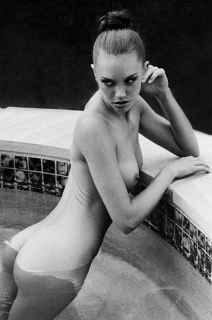 Американская модель Яна Ли сфотографировалась для эротического блога Nowear Land. Изображение № 7.