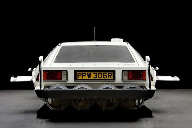 Автомобиль-амфибию Джеймса Бонда продали с аукциона. Изображение № 1.