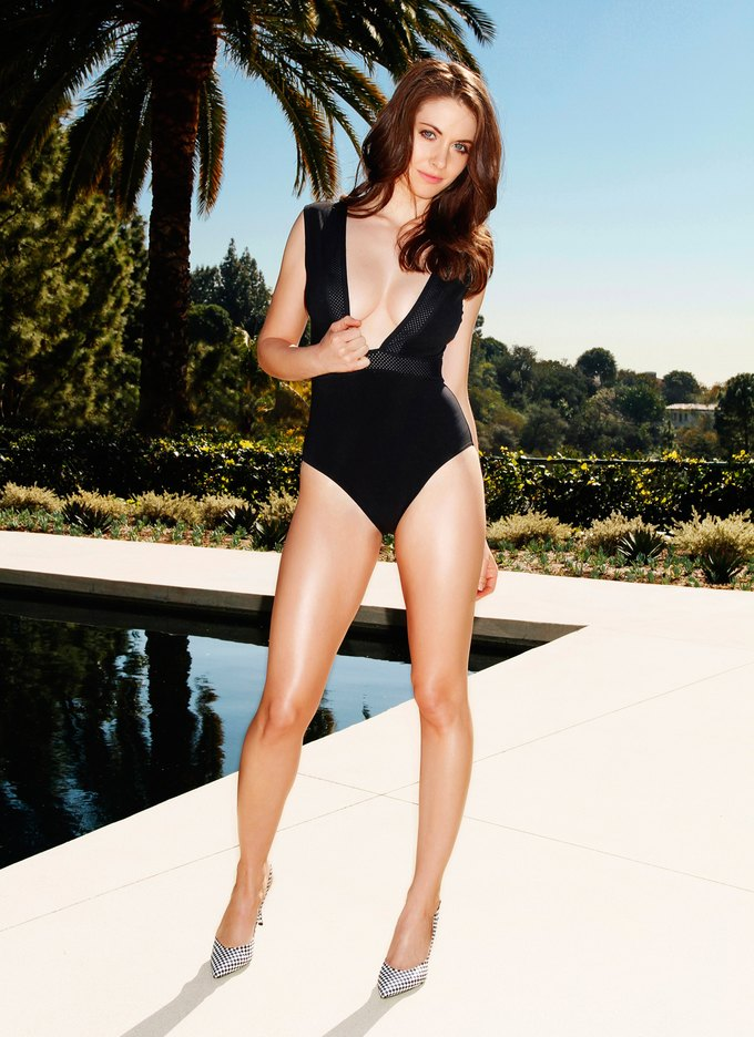 Актриса Элисон Бри снялась для американского Esquire. Изображение № 1.