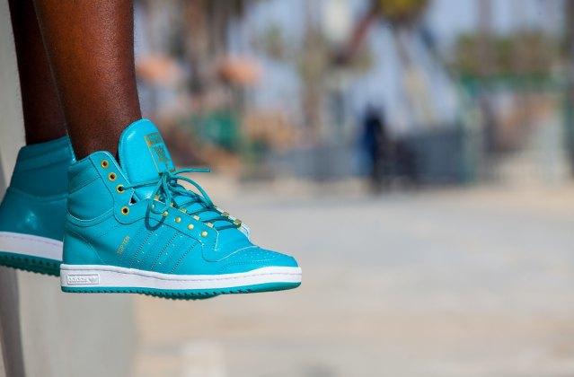 Марка Adidas Originals представила лукбук перезапущенной линейки кроссовок Top Ten . Изображение № 13.