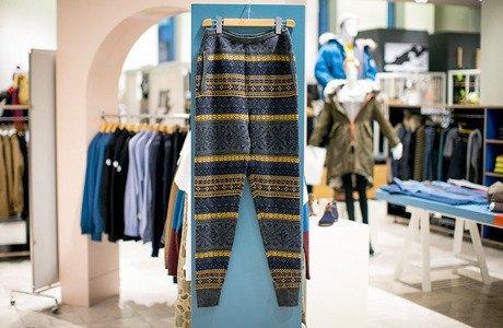 5 красивых продавщиц в магазинах мужской одежды выбирают вещи для парня их мечты. Изображение № 16.