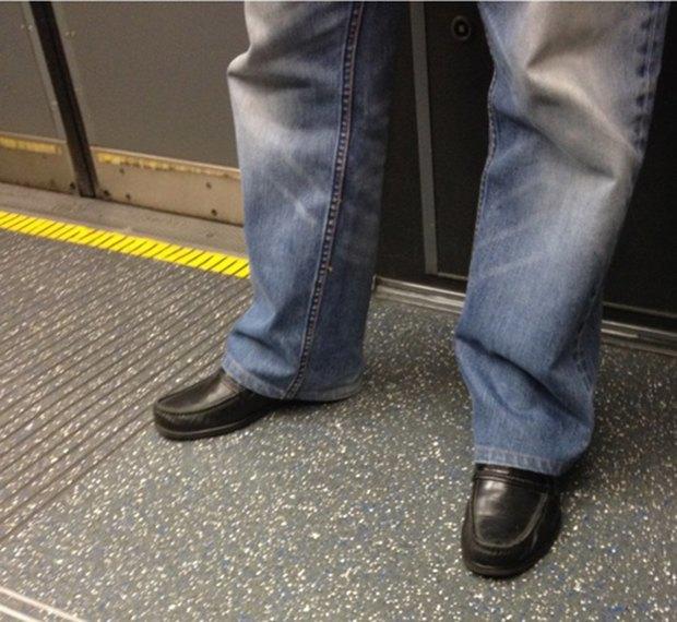 Jeans and Sheuxsss: Еженедельные обзоры худших сочетаний обуви и джинсов. Изображение № 23.