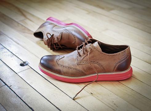 Марка Cole Haan выпустила новую модель брогов с подошвой кроссовок Nike Lunar. Изображение № 1.