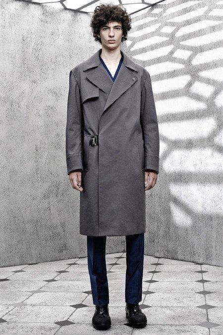 Французский бренд Balenciaga опубликовал лукбук новой коллекции. Изображение № 11.