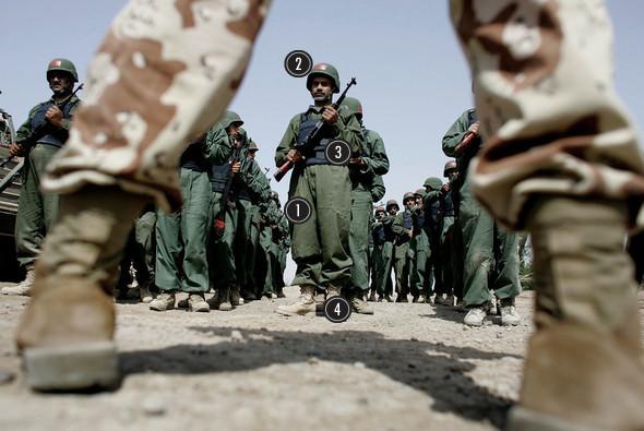 Военное положение: Одежда и аксессуары солдат в Ираке. Изображение № 43.