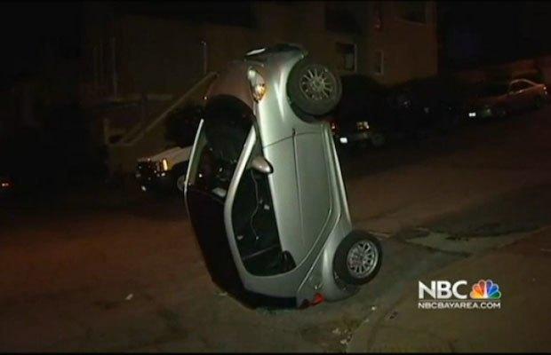 В Сан-Франциско вандалы начали переворачивать автомобили марки Smart. Изображение № 1.
