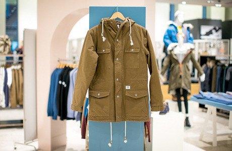 5 красивых продавщиц в магазинах мужской одежды выбирают вещи для парня их мечты. Изображение № 15.