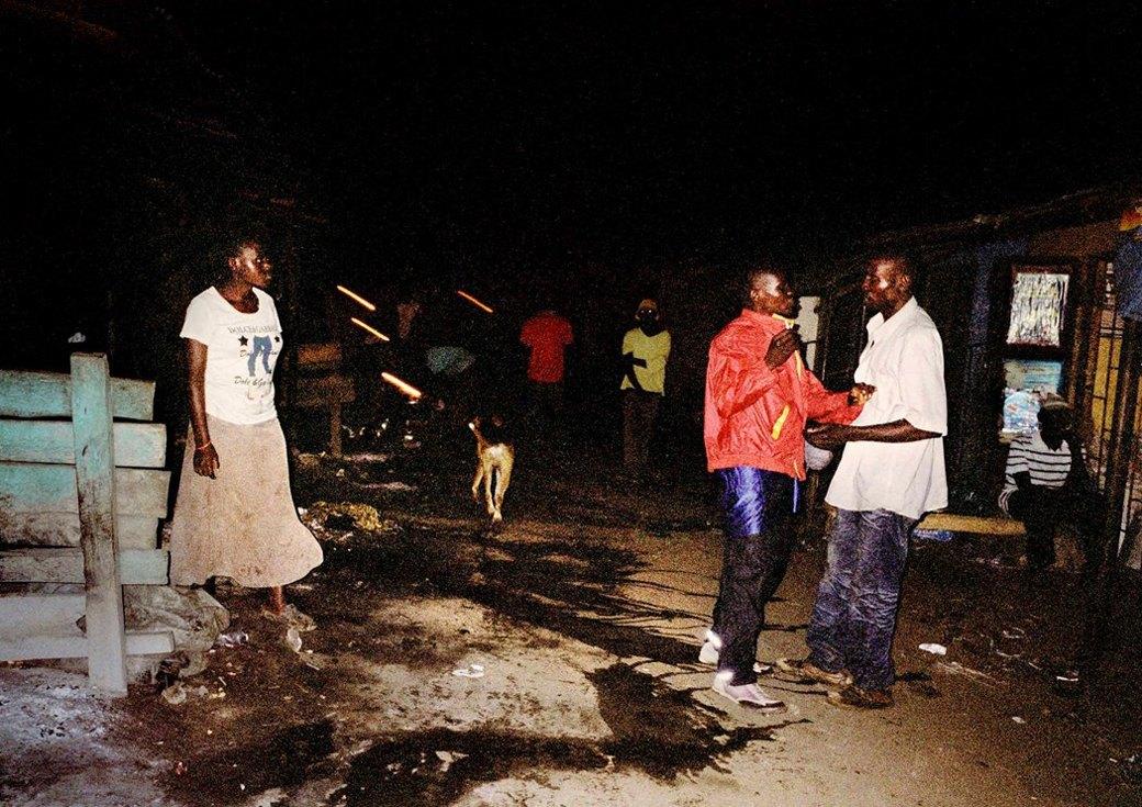 Сутенёры, лучники и золотая молодёжь: Фоторепортаж о ночной жизни в Уганде. Изображение № 3.