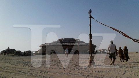 В сеть попали первые снимки со съемочной площадки новых «Звездных войн». Изображение № 29.