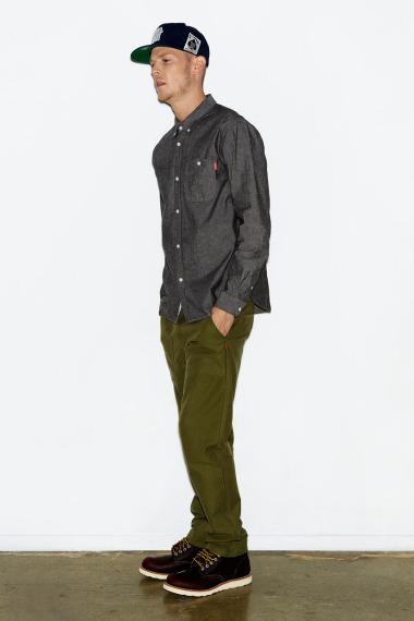 Марка Undefeated выпустила лукбук новой коллекции одежды своей линейки Holiday. Изображение №4.