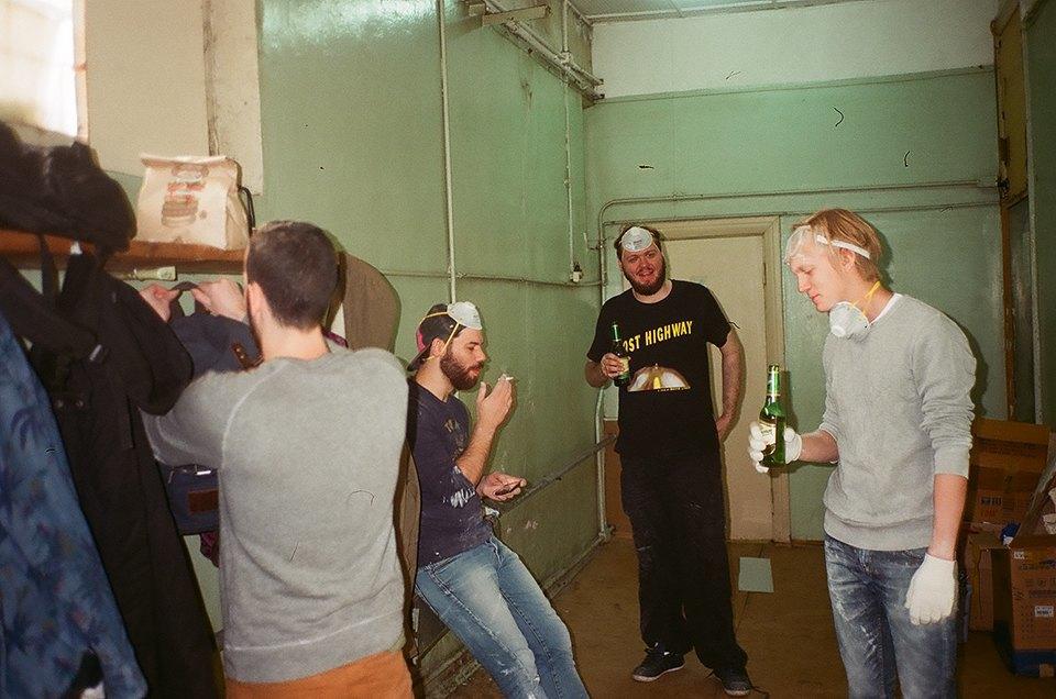 Фоторепортаж: Как мы сделали ремонт в мастерской силами редакции. Изображение № 14.