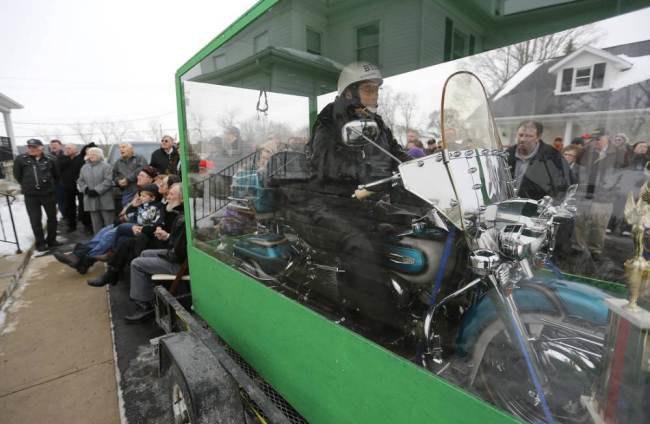 Американского байкера похоронили вместе с мотоциклом. Изображение № 2.