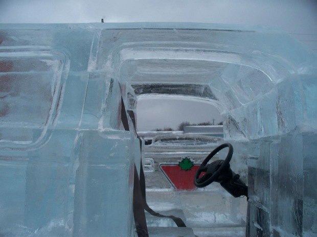 В Канаде собрали первый в мире пикап изо льда. Изображение № 3.