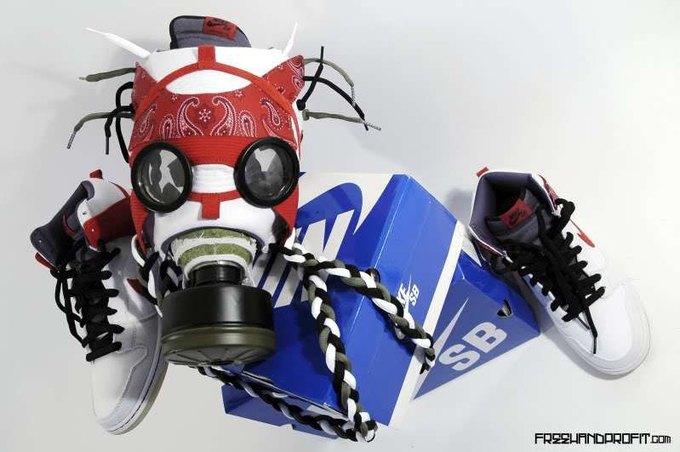 Freehand Profit: Противогазы из дизайнерских кроссовок. Изображение № 2.