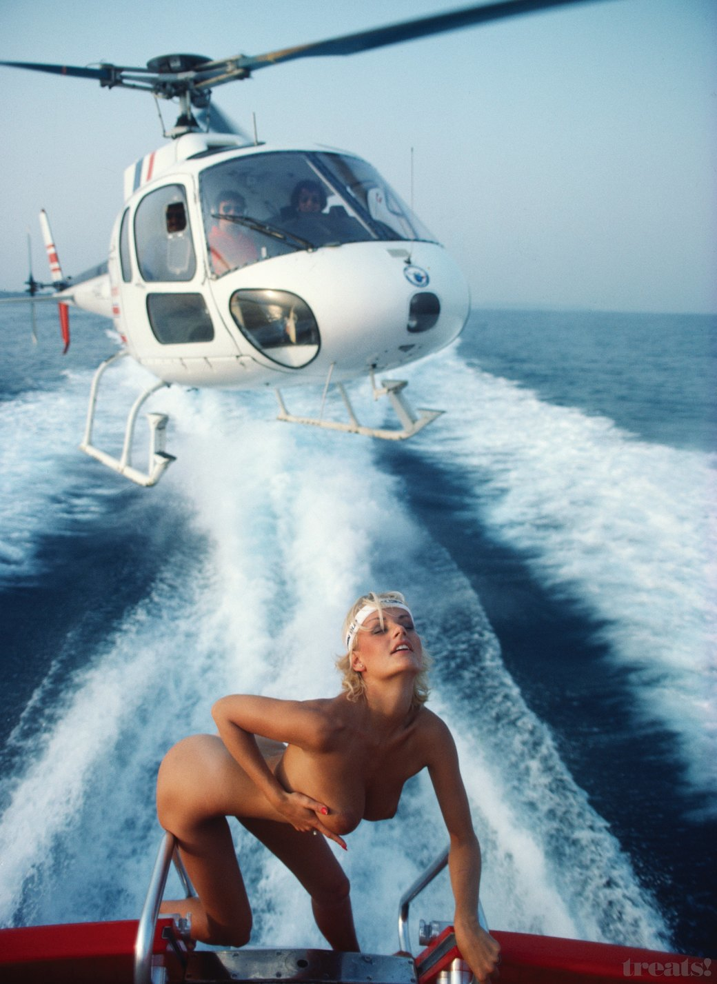 Журнал Treats! опубликовал интервью с эротическим фотографом Жаном Ружероном. Изображение № 5.