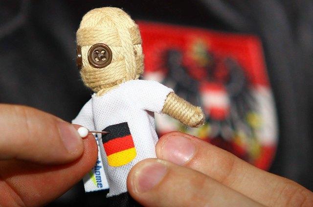 Маг вуду пообещал проклясть игроков сборной Германии по футболу перед матчем с бразильцами. Изображение № 1.