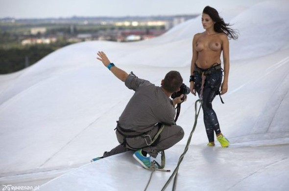 Девушки из Playboy протестировали футбольный стадион для Евро-2012. Изображение № 10.