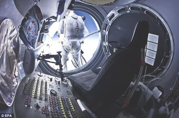 Австрийский парашютист совершил прыжок из стратосферы с высоты 29 км. Изображение № 3.