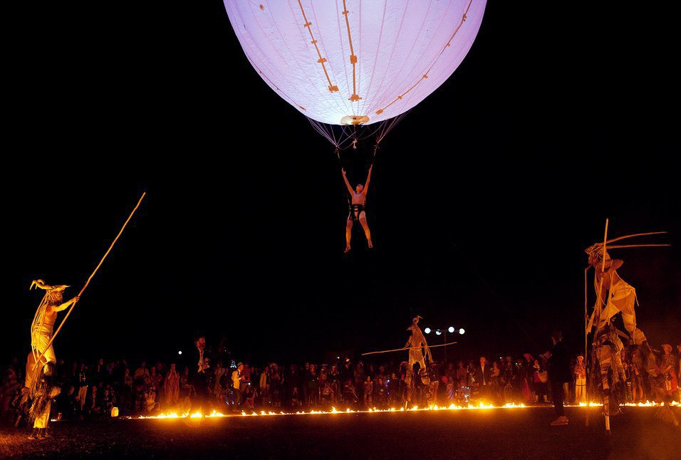 Как развлекаются посетители фестиваля Burning Man в африканской пустыне. Изображение № 25.