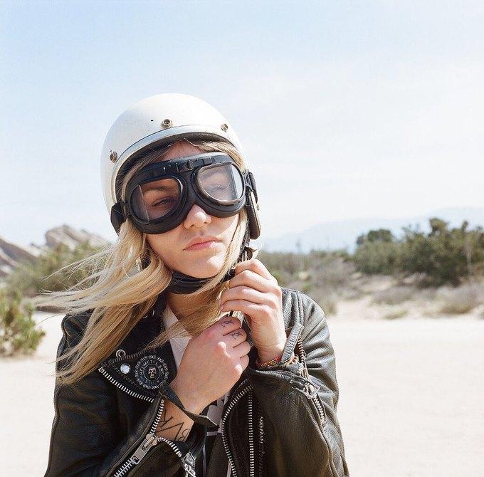 La Motocyclette: Американская фотовыставка доказывает право девушек называться байкерами. Изображение № 10.