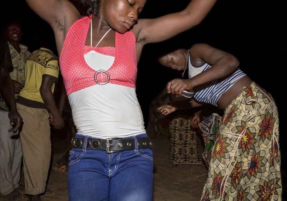 Мы хотим танцевать: Как выглядит сельская дискотека в Африке. Изображение № 3.