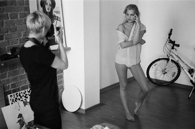 За кадром: Как снимали девушек в мужских вещах. Изображение № 6.