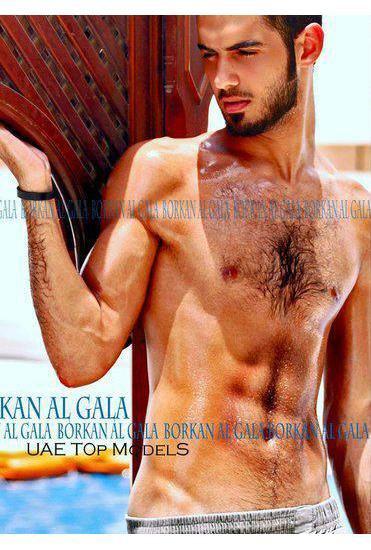 В сети появилось фото мужчины, которого выгнали из Саудовской Аравии за его красоту. Изображение № 6.