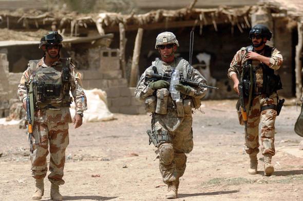 Военное положение: Одежда и аксессуары солдат в Ираке. Изображение № 31.