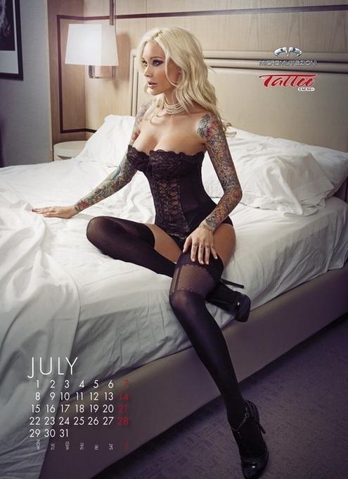 10 эротических календарей на 2013 год. Изображение № 117.