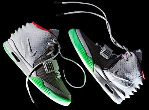 Очередь за кроссовками Канье Уэста и Nike выстроилась за 5 недель до начала продаж. Изображение № 1.