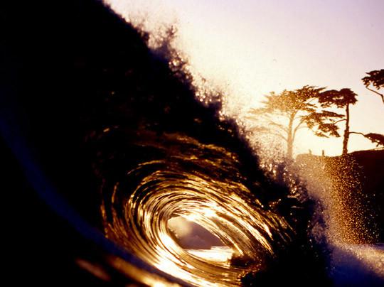 В Германии издали книгу «Surfers' Blood» —более ста фотографий, посвященных серфингу. Изображение № 4.