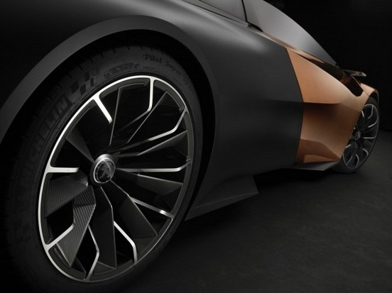 Peugeot анонсировал выпуск гибридного суперкара Onyx. Изображение № 12.