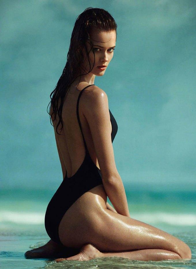 Польская модель Моника Ягачак снялась в эротической фотосессии. Изображение № 1.