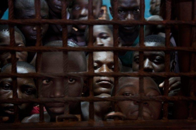 Как подростки Сьерра-Леоне годами живут в тюрьме в ожидании суда по их делу. Изображение № 11.