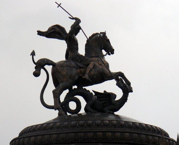 Флаг и герб Москвы запретят использовать в порнофильмах. Изображение № 1.