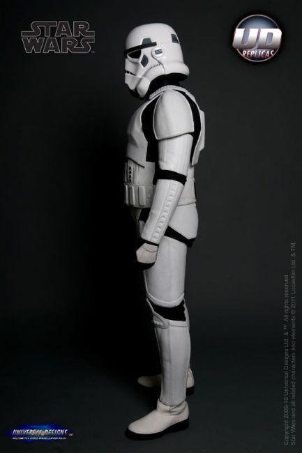 Мотоциклетный костюм, вдохновленный дизайном имперского штурмовика из «Звездных войн». Изображение № 2.
