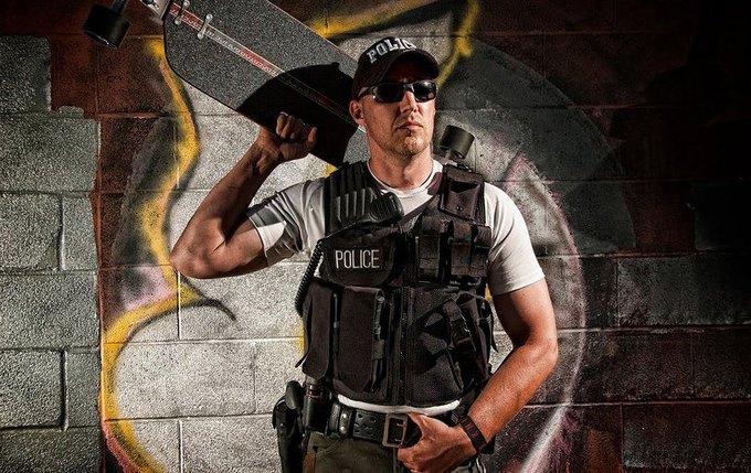 В Америке появился полицейский, патрулирующий улицы на лонгборде. Изображение № 2.